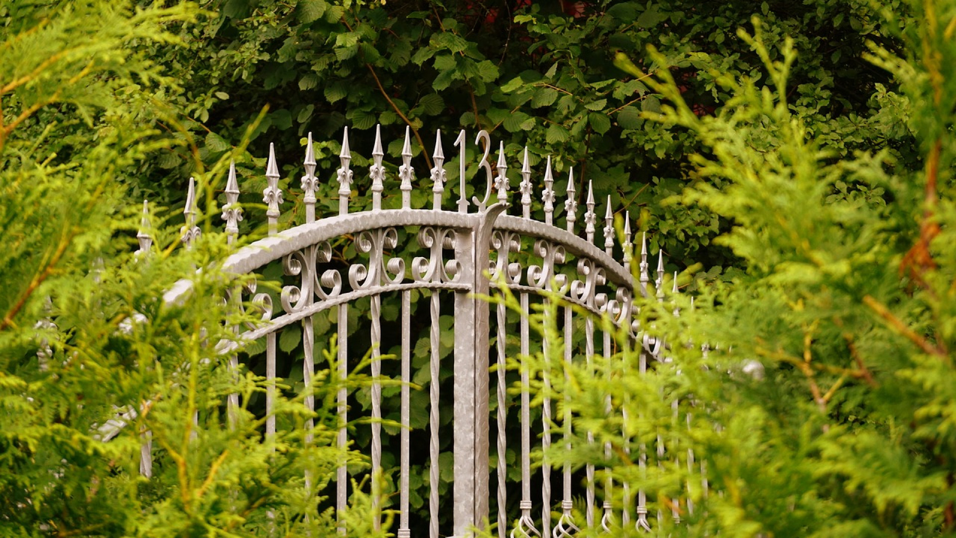 Le portail sur mesure s adapte r ellement votre ext rieur for Portail maison sur mesure