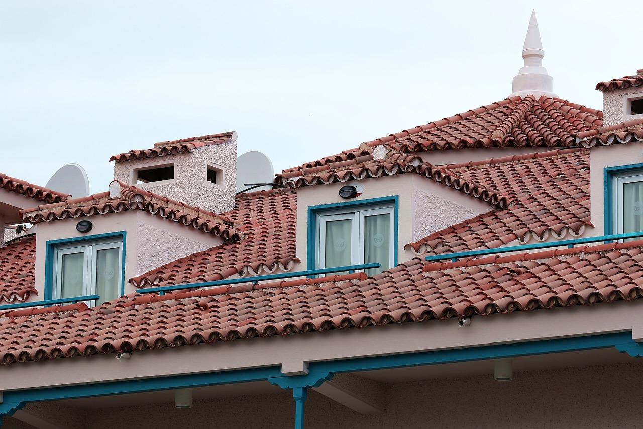 tout savoir sur les tuiles pour la toiture de la maison. Black Bedroom Furniture Sets. Home Design Ideas