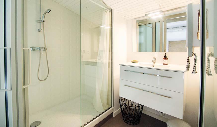 Comment aménager une petite salle de bain avec une déco design