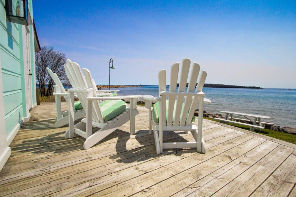 Chaise et terrasse pour l'été