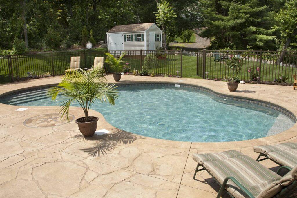 Un espace piscine fermé et protégé
