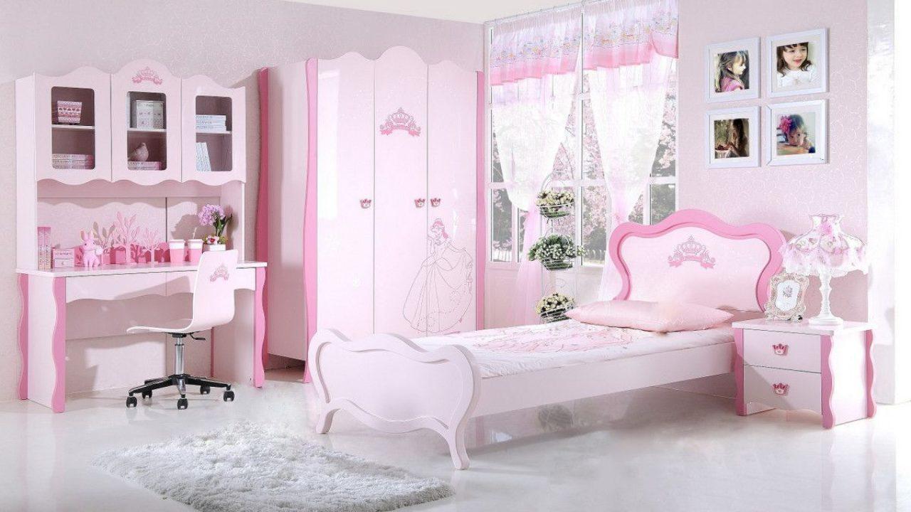 Comment décorer une chambre de bébé avec une étagère murale?