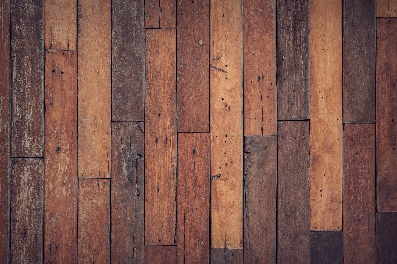 Rendre un plancher en bois de salle de bain hydrofuge